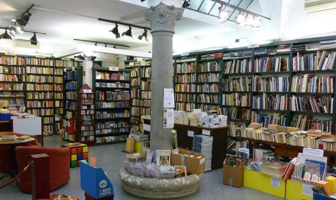 http://www.libreriasalvemini.it/wp-content/uploads/2013/10/libreria.jpg